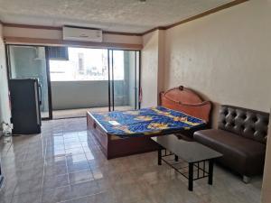 For RentCondoRatchadapisek, Huaikwang, Suttisan : For rent. Sriwara Mansion Building 1 mrt Cultural Center 400 meters.