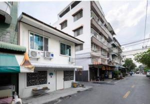 For RentHouseRama9, RCA, Petchaburi : NA-H4137 2 storey house for rent. With furniture +++ near BTS Thonglor