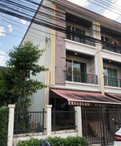 For SaleTownhouseKasetsart, Ratchayothin : SH4082 3-storey townhome for sale, corner of Baan Klang Muang, Ratchada 36, near MRT Lat Phrao.