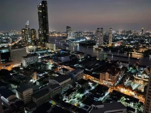 เช่าคอนโดสาทร นราธิวาส : Urgent Rent ++ Rhythm Sathorn 21 ++ High Floor ++ Balcony ++ Special Price @30000🔥