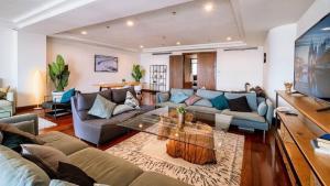 For RentCondoWitthayu,Ploenchit  ,Langsuan : Super Luxury condo for rent Polo park condominium ✨💗 3Bedroom | Very nice room, size penthouse, company name contract.