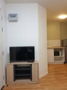 For RentCondoOnnut, Udomsuk : Condo for rent, Lumpini Ville On Nut - Lat Krabang 2, area 23 sq m, 5th floor, near the airport link.