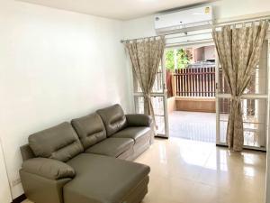 For RentTownhouseRama5, Ratchapruek, Bangkruai : Townhome for rent, ready to move in, Soi Suan Phak 32, Ratchapruek - Ratirom Village 4 - 3 bedrooms.