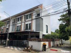 For SaleTownhouseKaset Nawamin,Ladplakao : 3-storey townhouse on the corner of 31 sq m.