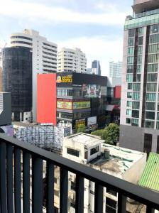 For RentCondoSukhumvit, Asoke, Thonglor : 🔥 Very good price, beautiful decoration, ready to move in, good location, BTS Ekkamai 🔥 Ready to finish every appointment, watch for 24 hours Tel.088-111-3060