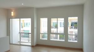 For RentTownhouseLadprao 48, Chokchai 4, Ladprao 71 : Townhome for rent, 3 bedrooms, 3 bathrooms, 3 parking spaces, Nak Niwat zone, near the expressway (095-929-5613)
