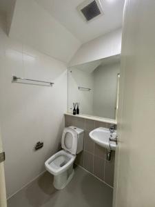For RentHouseRama9, RCA, Petchaburi : townhome for rent, Baan Klang Muang, Rama 9 AOL-F81-2105003856.