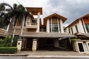 For RentHouseSukhumvit, Asoke, Thonglor : Baan Sansiri, Sukhumvit 67, 4 bedrooms, 5 bathrooms, near BTS Phra Khanong, 180,000 baht / month.