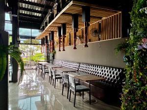 For RentOfficeRama3 (Riverside),Satupadit : Rent a 6-storey building, area 1,300 sq m with an elevator, office, office. Tutoring schools, clinics, restaurants, Charoen Nakhon Road - Rama 3, rental price 98,000 baht / month