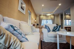 For SaleHousePattaya, Bangsaen, Chonburi : Single house for sale in Pattaya, new house on motorway, free transfer !! Strong promotion !!