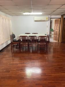 For RentHouseRatchadapisek, Huaikwang, Suttisan : House for rent 60 sq m. Soi Vibhavadi 16 or Ratchada 19 near MRT Ratchada. Beautiful, clean house.
