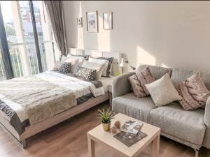 For RentCondoSukhumvit, Asoke, Thonglor : Urgent Rent ++ Good Decor ++ Park 24 ++ BTS Phromphong 🚅 ++ Available @ 14000 🔥