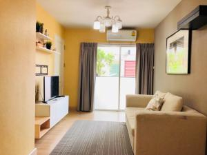 For RentCondoOnnut, Udomsuk : Condo for rent The Escape Sukhumvit 101/1