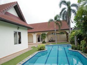 For RentHousePattaya, Bangsaen, Chonburi : 2 storey detached house for rent, built-in swimming pool, area 140 sq.wa., 4 bedrooms, 4 bathrooms, fully furnished, Pattaya Nirvana pool villa, Pattaya, rental price 45,000 baht / month