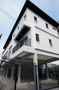 For RentOfficeRama9, RCA, Petchaburi : Newly built office, first hand, release price, covid deal Only for the month of 07/2021, there is a special discount of 10,000 baht.