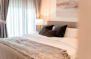 For SaleCondoSukhumvit, Asoke, Thonglor : 3055-A😍 For SELL 3 bedroom for sale 🚄 near BTS Ekkamai 🏢 C Ekkamai C Ekkamai 🔔 Area: 124.65 sq.m. 💲 Sale: 35,000,000 ฿ 📞O88-7984117, O65-9423251✅LineID: @sureresidence