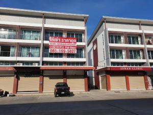 For RentShophouseSamrong, Samut Prakan : For rent, commercial building, 4 floors, 2 booths (through), good location, corner room, addition + decoration + air conditioner + room divider + special space on the side