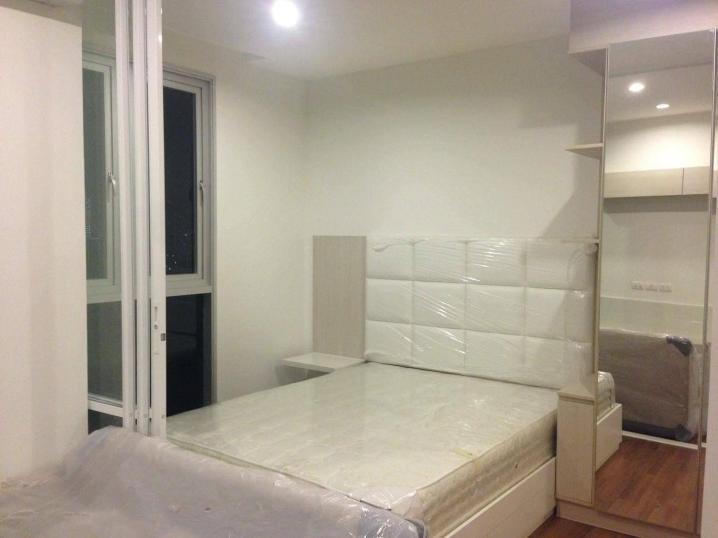 For RentCondoBang Sue, Wong Sawang : Chivathai luxury condo for rent, Bangsue Grand Interchange, only 10,000 baht per month, luxuriously decorated, 0 meters from MRT Tao Poon station, 12th floor, room size 28 square meters, 1 bed 1 bath