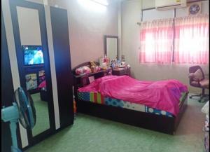 For SaleTownhouseSiam Paragon ,Chulalongkorn,Samyan : 2294-A😍 For SELL Townhouse for sale 2 floors, 1 bedroom 🚄 near MRT Hua Lampo 🏢 Sahamit 🔔 House area: 10.00 sq.wa 🔔 Usable area: 72.00 sq.m. 💲 Sale: 2,900,000 ฿ 📞O86 -454O477✅LineID: @sureresidence