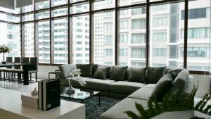 เช่าคอนโดสุขุมวิท อโศก ทองหล่อ : The Emporio Place 2bed 2bath Duplex 140sqm 65,000/mth Am: 0656199198