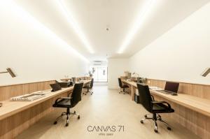 For RentOfficeSukhumvit, Asoke, Thonglor : Office for rent near BTS Ekkamai, Parking, Brand-new with Furniture