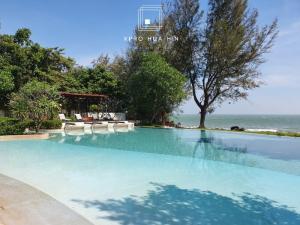 For SaleCondoHua Hin, Prachuap Khiri Khan, Pran Buri : Baan Nub Kluen, 2 bedrooms, good price, the first building next to the sea
