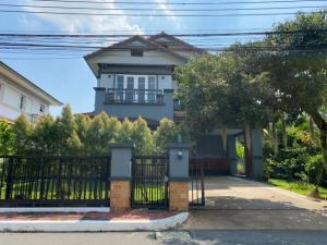 For SaleHouseOnnut, Udomsuk : # Urgent sale # Big single house #Nanthawan village, area of 89 square wa. The house according to the picture, area 89 square wah, usable area 220 square meters, 3 bedrooms, 3 bathrooms, 4 car parking spaces, the front of the house facing the direction