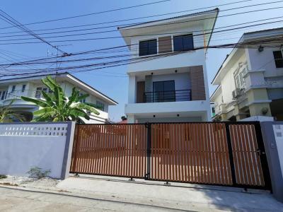 ขายบ้านลาดพร้าว71 โชคชัย4 : ขาย บ้านเดี่ยว 3 ชั้น โชคชัย 4 ซอย 36 บ้านใหม่ยังไม่ได้เข้าอยู่ 4 ห้องนอน 4 ห้องน้ำ พท. 220 ตรม. เนื้อที่ 55 ตรว. ราคา 8.95 ลบ.*
