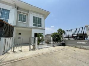 For SaleTownhouseSamrong, Samut Prakan : Townhouse for sale, Praksa Jcity 2, 24th floor, next to Sarasas Witaed School, Samut Prakan, behind the corner of 2.5 million.