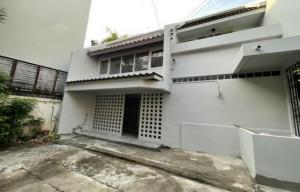For RentTownhouseNana, North Nana,Sukhumvit13, Soi Nana : Code C4070 Townhouse for rent, Sukhumvit 63, Ekamai, suitable for office, residence, central kitchen.