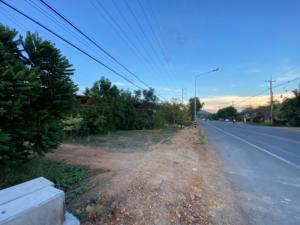 For SaleLandUthai Thani : Cheap sale! Title deed on a paved road, 9 rai 2 ngan, Ban Rai District, Uthai Thani Province.