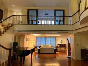 For RentCondoSukhumvit, Asoke, Thonglor : For rent at Las Colinas Penthouse 4 Bedroom 6 Bathroom 1 working room, 1 made room 280,000THB/month Fully furnished (can negotiate ) Code P-00433