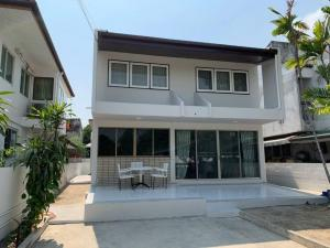 For RentHouseOnnut, Udomsuk : LBH0091 2 storey detached house for rent, Muang Thong Village 4, near BTS Punnawithi.