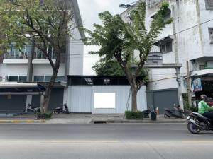 For RentShophouseLadprao 48, Chokchai 4, Ladprao 71 : BS711 Commercial building for rent, 3 floors, behind the corner, area 43 sq m, next to Nak Niwat Road. Near the Lat Phrao District Office