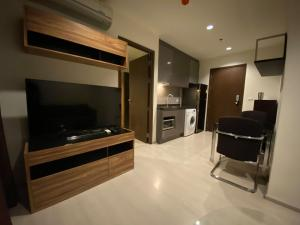 For RentCondoRama9, RCA, Petchaburi : Condo for rent, Rhythm Asoke, luxury room in modern style. Fully furnished and electrical appliances