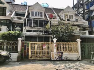 For RentTownhouseAri,Anusaowaree : Townhouse for rent at Sukhumvit 26 (Soi Ari), 3 floors, 5 bedrooms, 4 bathrooms, near BTS Phrom Phong, interested contact 082-3223695 🔥🔥