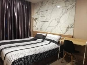 For RentCondoOnnut, Udomsuk : Cheapest and best Rent 14,000 Life Sukhumvit 48 condo size 34 sq.m. Fully furnished, you can walk down 1 floor from the fitness center to get to the room, it is very convenient. Building N has only 8 per floor.