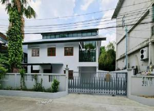 For RentHome OfficeLadprao 48, Chokchai 4, Ladprao 71 : For Rent Home Office, Studio Office, Chokchai 4, Ladprao, Renovate decoration, new, modern style, 7 air conditioners, 7 car parking spaces, suitable for corporate registration