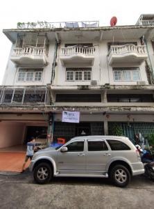 For SaleShophouseWongwianyai, Charoennakor : 3 and a half storey commercial buildings near BTS Wongwian Yai, Taksin Road, Samre Maha Sawan, out Krung Thon Buri, 4 Charoennakorn Road, commercial buildings, Khlong San, Thonburi iconsiam
