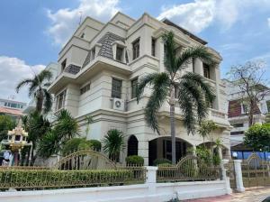 For SaleHousePinklao, Charansanitwong : 4-storey detached house for sale, Tharinee Village Mansion, near Central Pinklao. Borommaratchachonnani Road 19, Arun Amarin, Bangkok Noi, Bangkok