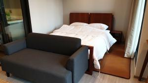 For RentCondoRama9, RCA, Petchaburi : LRM9 : Project direct care service Ready to rent a new room, beautiful 28 sqm. Contact to see the room 0655203789