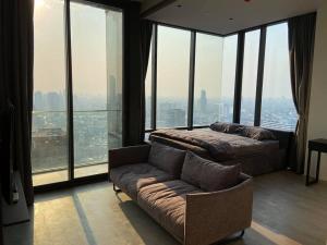 เช่าคอนโดสีลม ศาลาแดง บางรัก : ปล่อยเช่า แอชตันสีลม ชั้น 42 ห้องกว้าง เฟอร์ครบ วิวแม่น้ำ บรรยากาศสวยมาก