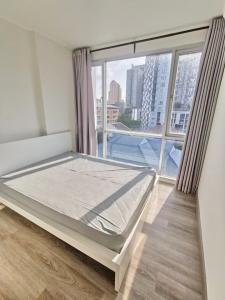 For SaleCondoRatchadapisek, Huaikwang, Suttisan : Urgent sale, City Room Condo Suthisan, 200 meters from MRT, convenient, safe, corner room, east balcony. Have privacy Fully furnished and electrical appliances are ready.