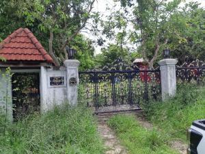For SaleHousePattaya, Bangsaen, Chonburi : Single house, lots of space, quiet, large house