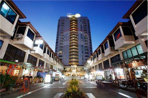 For SaleCondoHua Hin, Prachuap Khiri Khan, Pran Buri : 90 m2 Condo in High Rise Condo/Hotel on Cha Am Beach