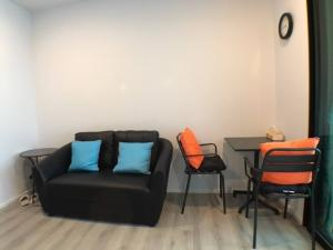 For RentCondoBangna, Lasalle, Bearing : M1805-Condo for rent, Notting Hill, Sukhumvit 105, near BTS Bearing, there is a washing machine. Fully furnished, ready to move in