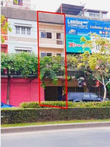 For RentShophousePattanakan, Srinakarin : Commercial building for rent, Sukhumvit 77, On Nut 55/1, located on the main road. Before reaching Phatthanakan-On Nut intersection