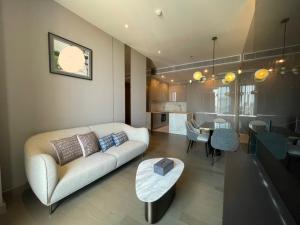 เช่าคอนโดพระราม 9 เพชรบุรีตัดใหม่ : ให้เช่า 2 ห้องนอน The Esse singha complex 70k📍
