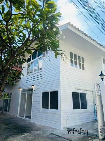 เช่าบ้านนานา : ให้เช่าบ้านเดี่ยวย่านเอกมัย สุขุมวิท63 ใกล้BTSเอกมัย บ้านครึ่งปูนครึ่งไม้