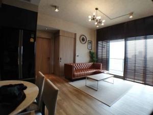 For RentCondoSukhumvit, Asoke, Thonglor : The Lofts Asoke cool furnish 2bed 2bath for rent
